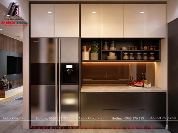 Tủ lạnh và khu vực sơ chế thức ăn, tủ chứa gia vị nằm bên tủ đối diện